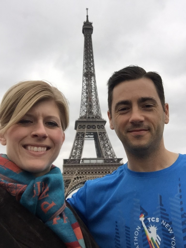 traveling-with-mobile-tech-eiffel-tower