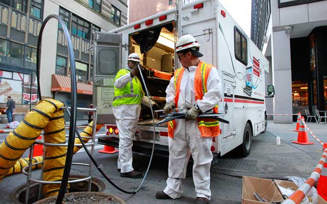 Verizon technicians install fiber-optic cable in lower Manhattan. (Mark Von Holden/AP Images for Verizon)