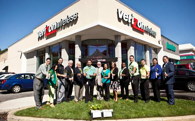 Green Verizon Wireless employees
