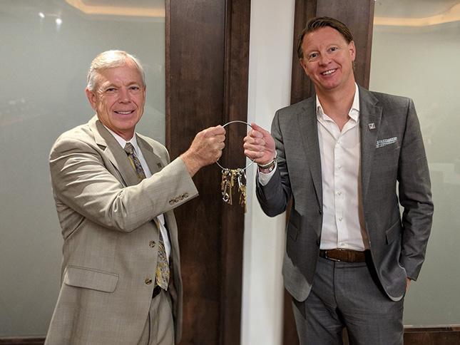Lowell hands Hans Vestberg the keys as new Verizon CEO