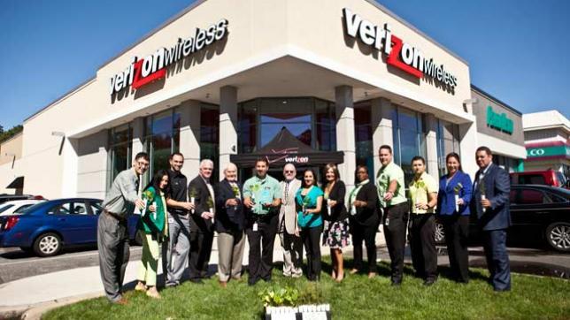 Green Verizon Wireless employees