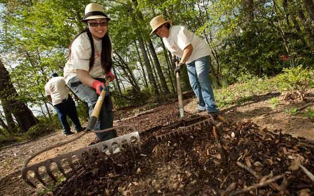 Earth Day Volunteers