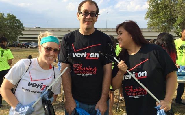 Verizon employees enjoying volunteering time at Don't mess with Texas Trash-Off
