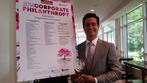 Verizon's Mario Acosta-Velez receiving the 2014 Corporate Philanthropy Award
