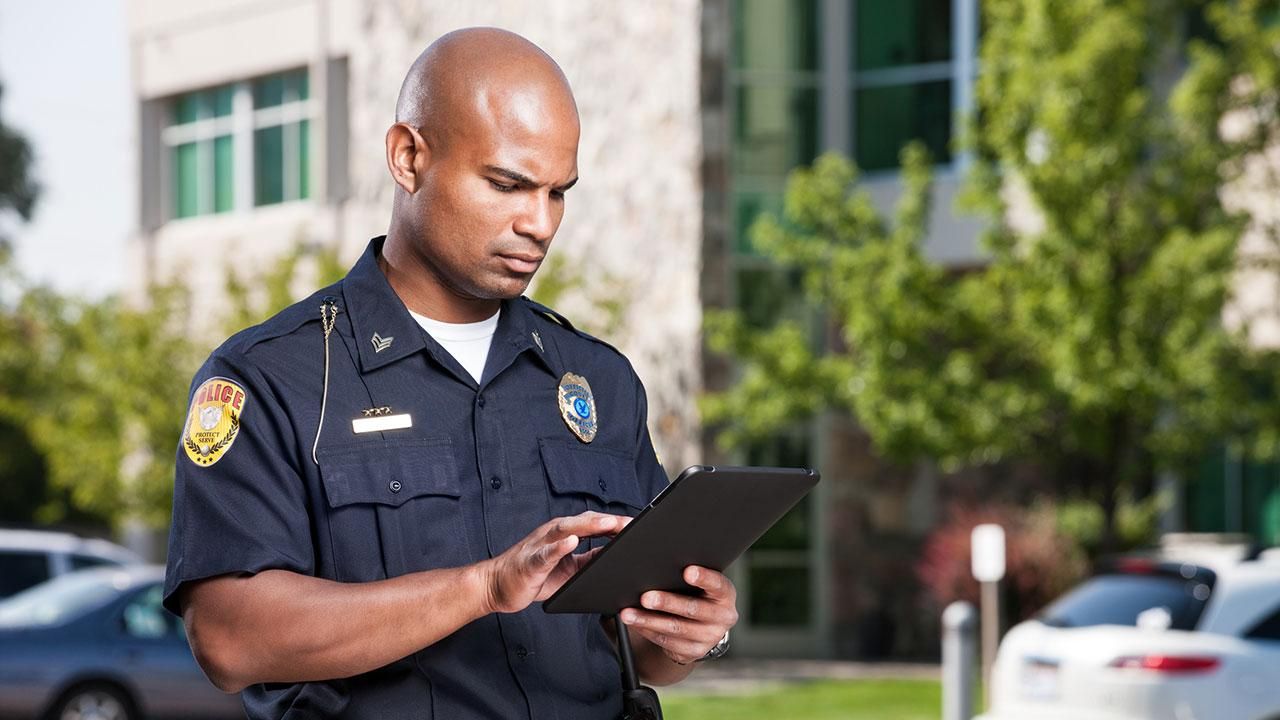 What are safe sites for dating police officer