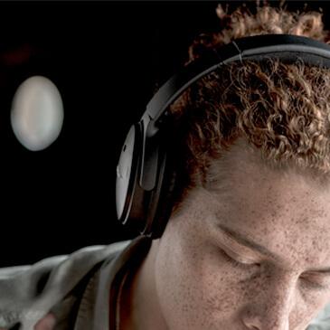 Imagen de los audífonos inalámbricos Bose QuietComfort35 II.