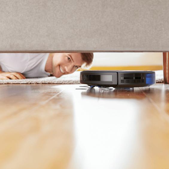 Vista de la Anker Eufy RoboVac 35C debajo de la cama